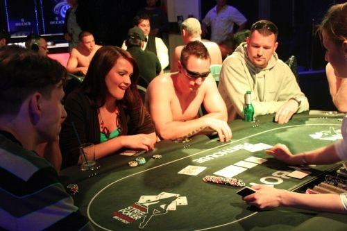 Poker dezbracate