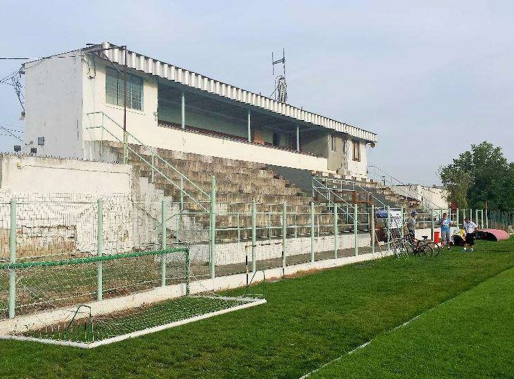 Stadionul unei echipe din romania pus la vanzare pe un for Cat costa construirea unei piscine