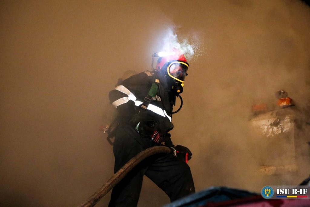 Incendiu la un azil de bătrâni din Capitală: o persoană a ...  |Incendiu Bucuresti