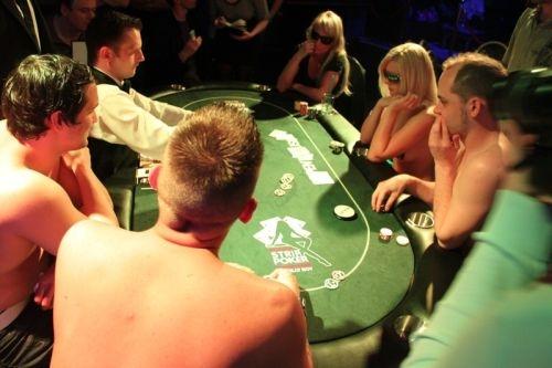 Poker dezbracate5