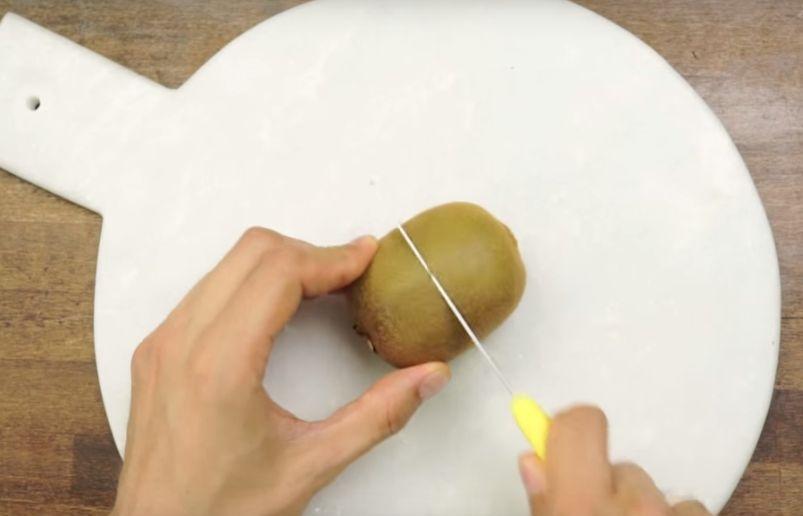 Urasti sa cureti kiwi? Iata cum sa o faci in cateva secunde (Video)